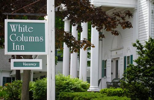 Anne's White Columns Inn Photo
