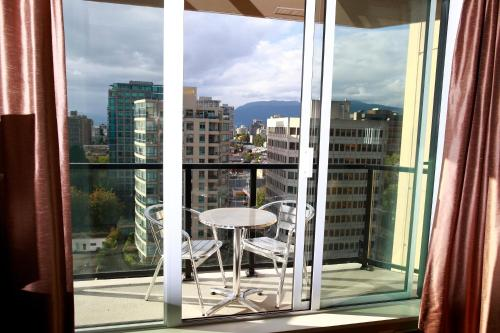 Residence Inn by Marriott Vancouver Downtown Photo