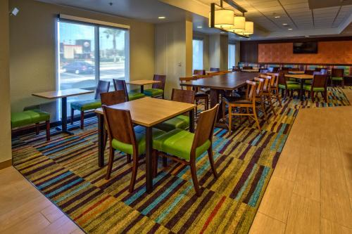 Fairfield Inn and Suites by Marriott Orlando Near Universal Orlando photo 11