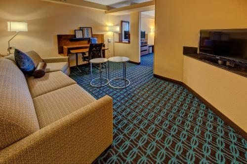 Fairfield Inn and Suites by Marriott Orlando Near Universal Orlando photo 13