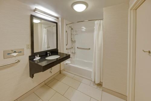 Fairfield Inn and Suites by Marriott Orlando Near Universal Orlando photo 21