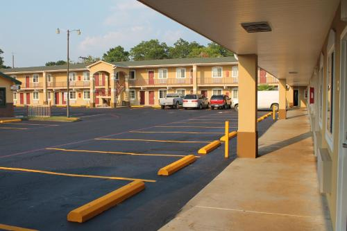 Continental Inn and Suites Photo
