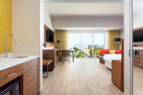 Courtyard by Marriott Santa Monica Photo