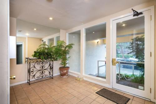 Executive Furnished Condo With View - San Francisco, CA 94123