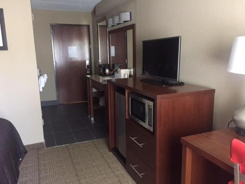 Comfort Inn Mayfield Heights Cleveland East Photo