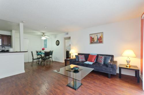 Deluxe Apartment in Hollywood - Los Angeles, CA 90068