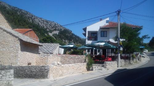 Locco Bar And Accommodation Stolac