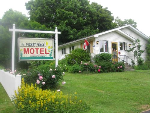 Picket Fence Motel Photo