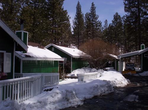 Big Bear Manor Spa Cabins Photo