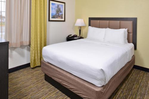Candlewood Suites Beaumont Photo