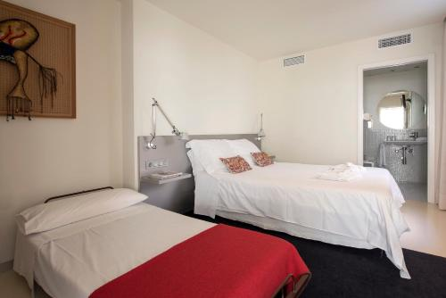 Superior Double Room with Extra Bed Hostal Boutique Alcoba 1