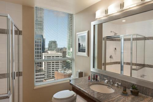 Vancouver Marriott Pinnacle Downtown Hotel Photo
