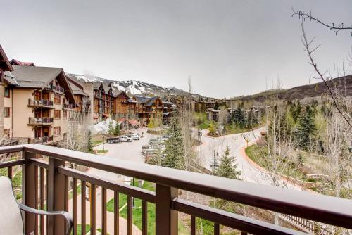 Capitol Peak Lodge Condominiums Photo