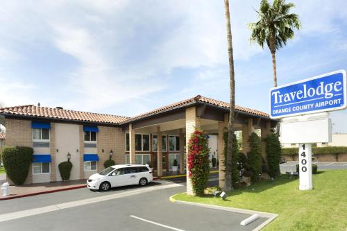 Travelodge Orange County Airport Photo