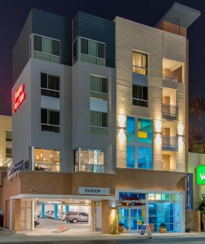 Hampton Inn & Suites Los Angeles - Glendale Photo