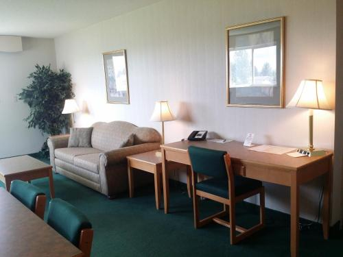 Tamarack Motor Inn Photo