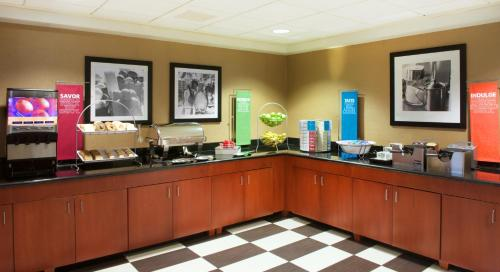 Hampton Inn & Suites Pittsburgh-Meadow Lands Photo