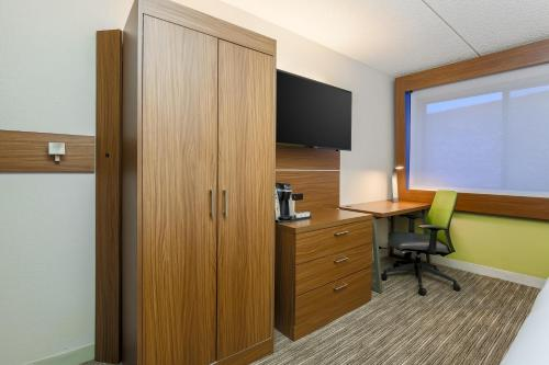 Holiday Inn Express Milwaukee - West Medical Center Photo
