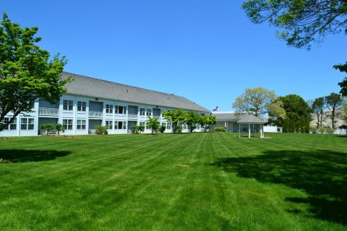 Courtyard Cape Cod Hyannis Photo