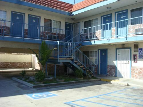 Oak Tree Motel Photo