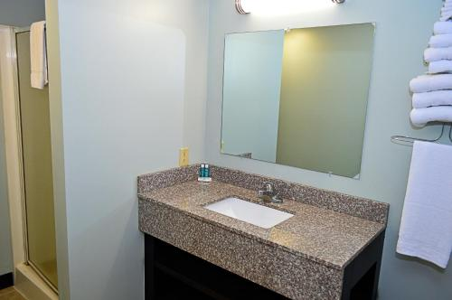 Seasons Inn & Suites Photo