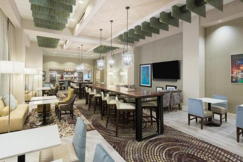 Hampton Inn & Suites Tampa Airport Avion Park Westshore Photo
