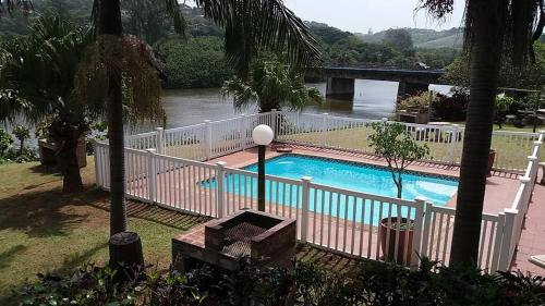 The Tweni Waterfront Guest Lodge Photo