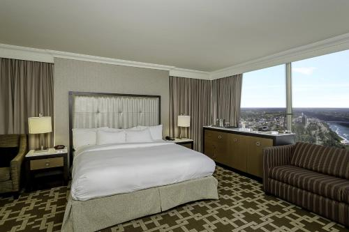 Hilton Hotel and Suites Niagara Falls/Fallsview Photo
