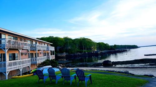 Smugglers Cove Inn - East Boothbay, ME 04544