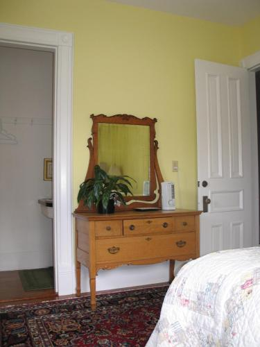 Estabrook House Bed and Breakfast Photo
