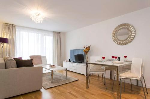 Luxury 1-Bed Apartment With Balcony In Greenwich, Londra