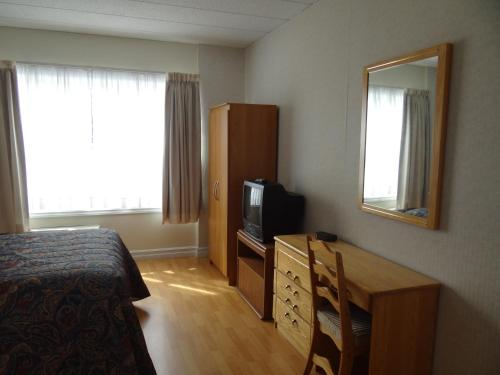 Claymore Inn and Suites Photo