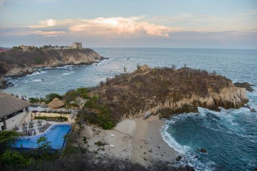 Isla Natura Beach Huatulco Photo
