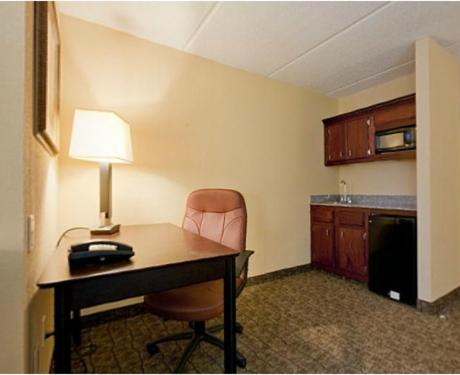 Holiday Inn Express Hotel & Suites Dallas Fort Worth Airport South Photo