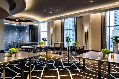 The Gwen, a Luxury Collection Hotel, Michigan Avenue Chicago Photo