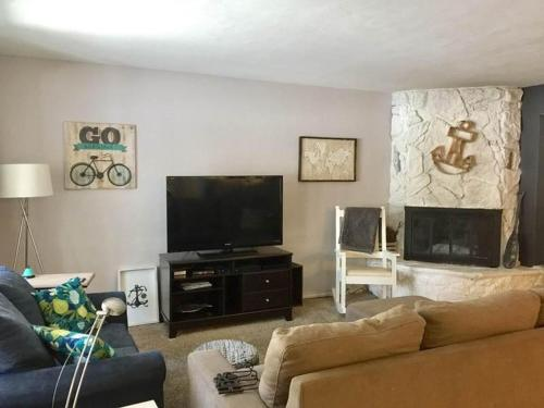 1161 Herbert Condo #A - Three Bedroom Condo
