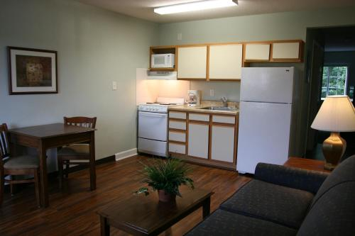 Affordable Suites Jacksonville Photo