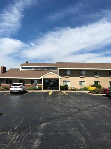 AmericInn West Bend Photo