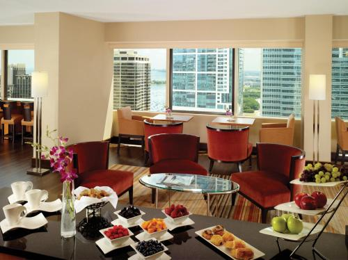 Swissotel Chicago photo 2
