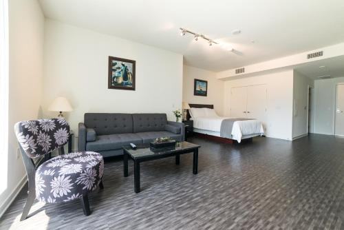 Wilshire Center Apartment Photo