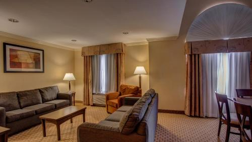 Holiday Inn Express Hotel & Suites Amherst-Hadley Photo