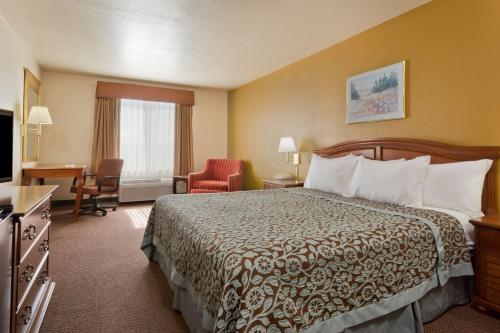 Days Inn Lathrop - Lathrop, CA 95330