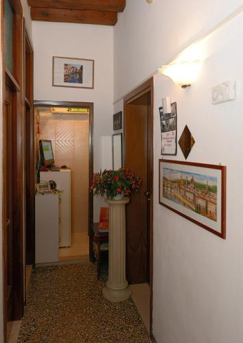 Backpackers House Venice Photo