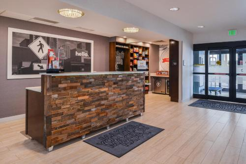 Hampton Inn & Suites Denver-Speer Boulevard - Denver, CO 80211