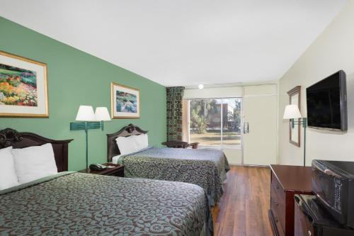 Travelodge Fort Myers North - North Fort Myers, FL 33903
