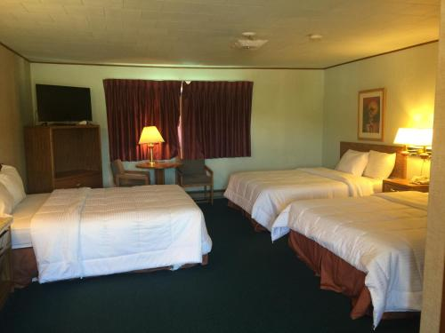 Rodeway Inn Custer Photo