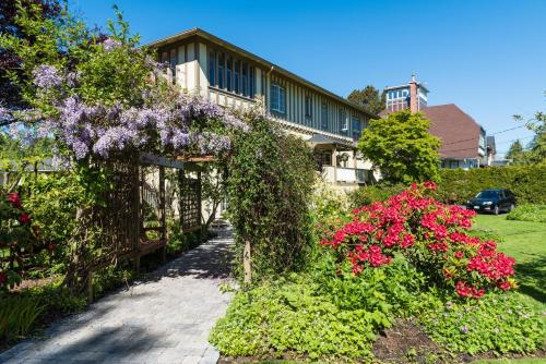 Oak Bay Guest House Bed And Breakfast Photo