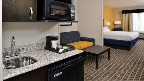 Holiday Inn Express Hotel & Suites Fort Walton Beach Northwest Photo