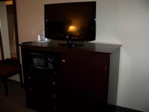 Holiday Inn Express Hotel & Suites Portland - Jantzen Beach Photo