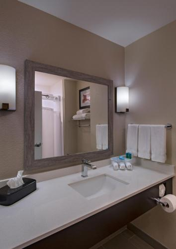 Holiday Inn Express & Suites Austin NW - Four Points Photo